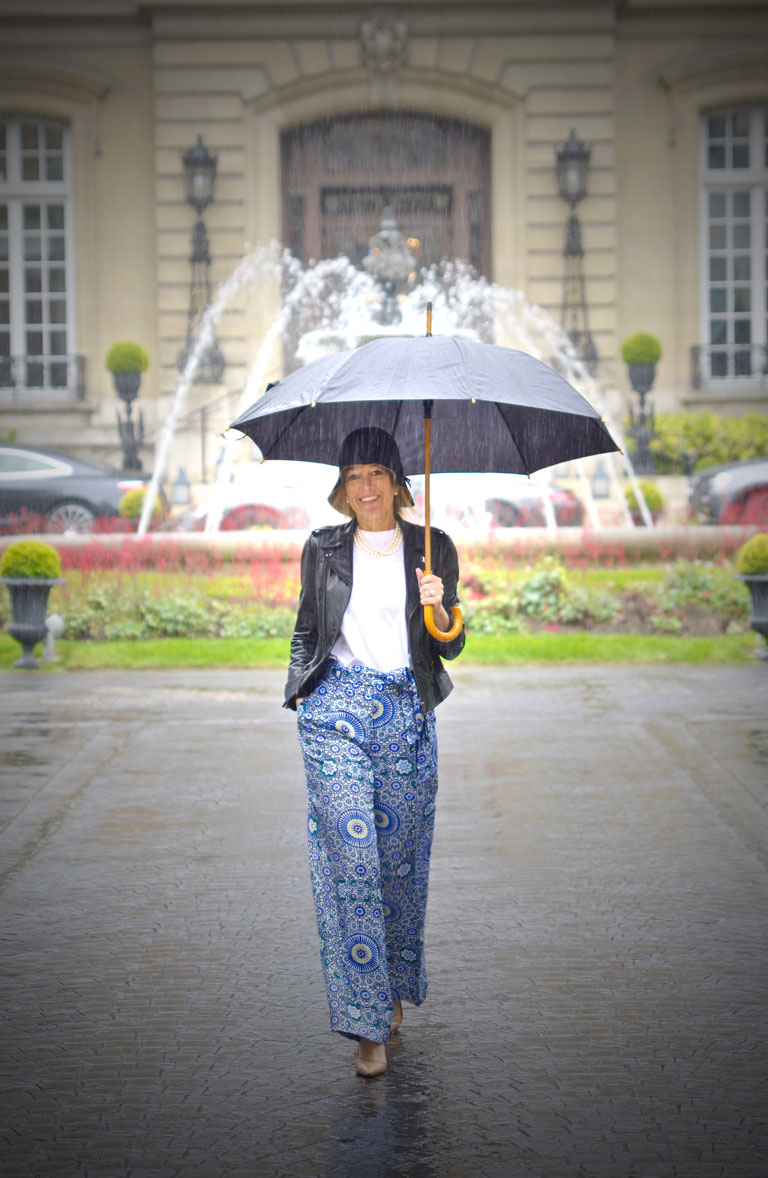 Playing in the Rain in Paris (photo: Laurent Casanovas)